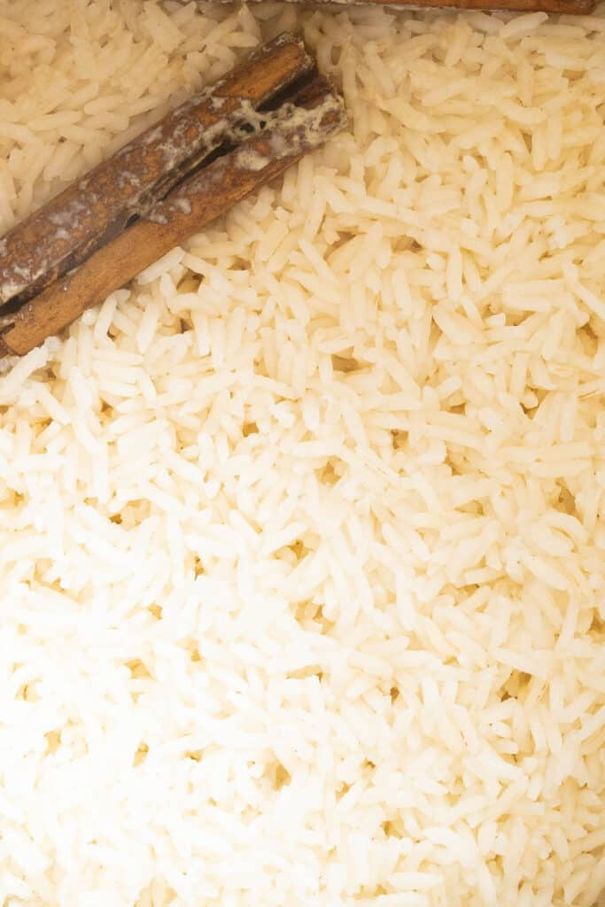 rice with cinnamon sticks